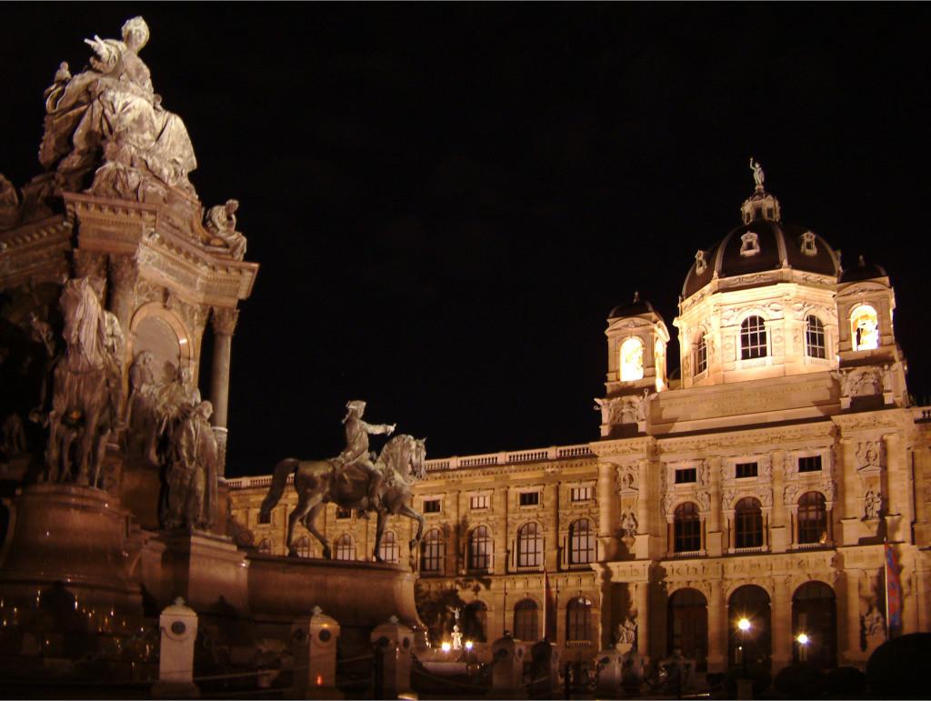 Maria Theresienplatz bei Nacht