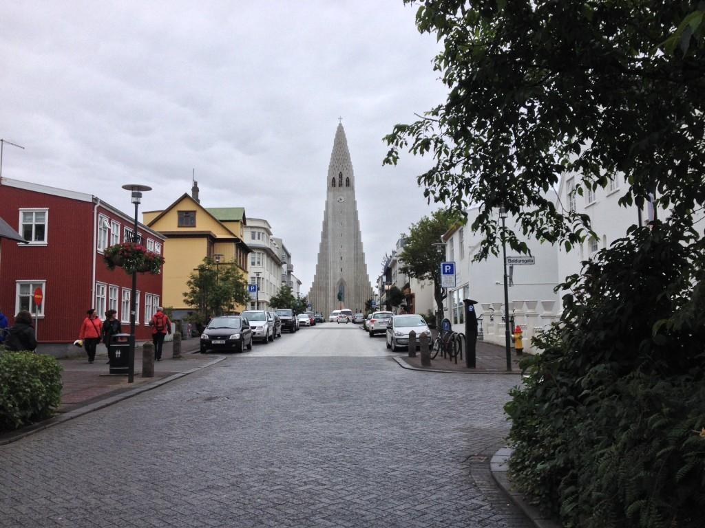 Hallgrímskirkja - Die moderne Kirche in Reykjavik ist eines der höchsten Gebäude des Landes