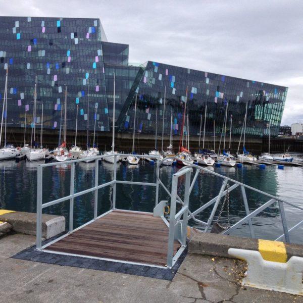 Konzerthaus Harpa am Hafen von Reykjavik