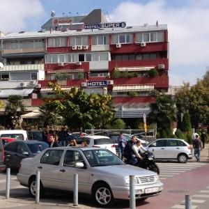 """Ebola-Verdacht im Hotel """"Super 8"""" in Skopje"""
