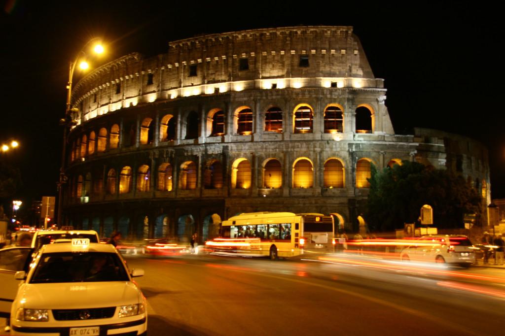 Koloseum bei Nacht