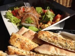 Sagenhafte Sesambrotsticks im Restaurant Dion