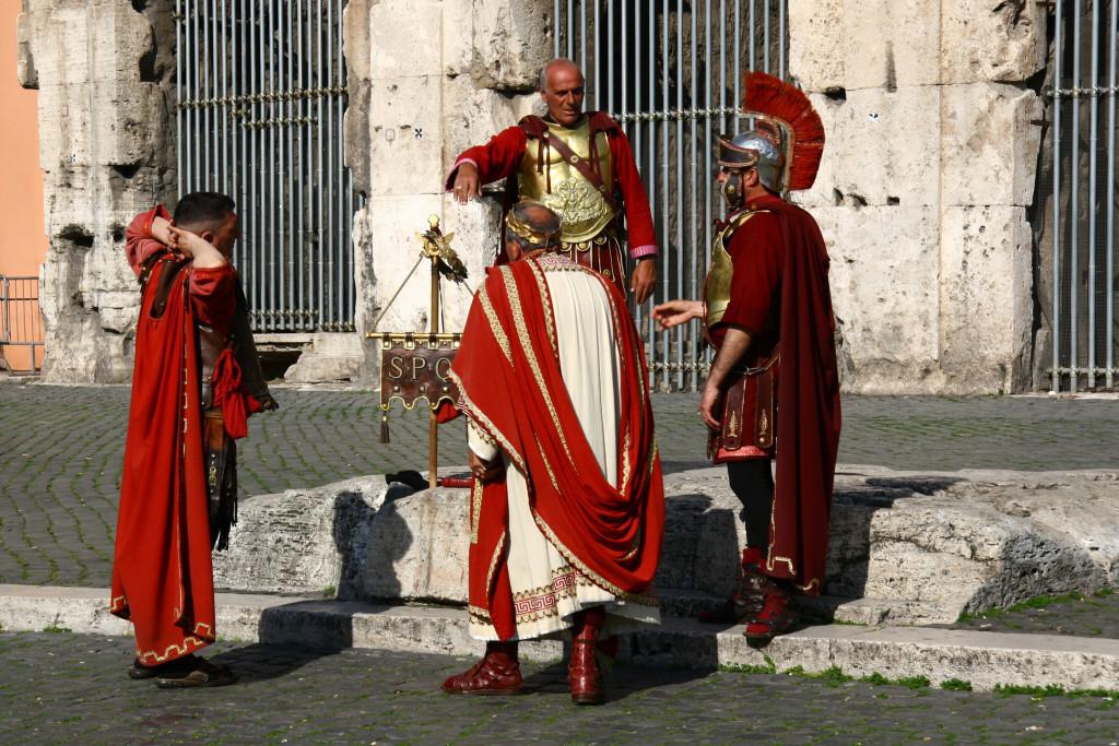 SPQR - Prätorianer & Könige vor dem Kolosseum