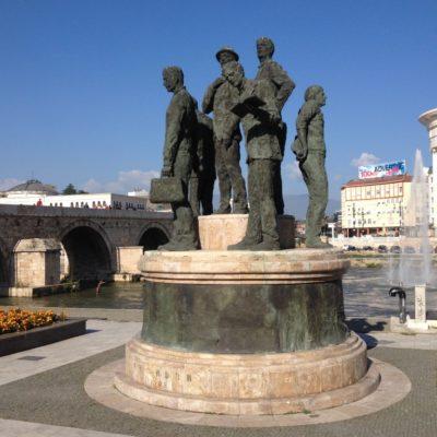 Die Steinbrücke Kamen Most ist das Wahrzeichen von Mazedonien. Die osmanische Brücke des 15. Jahrhunderts führt über den Fluss Vardar.