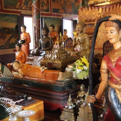 Aspara-Statue im Wat Phnom