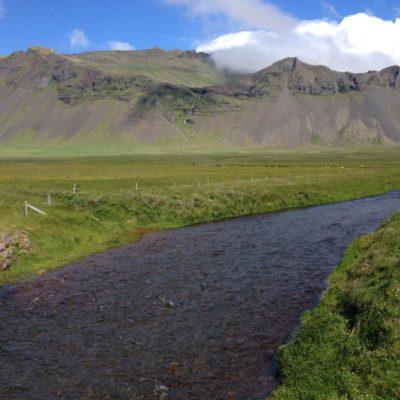 Auslauf des Wasserfalls  Bjarnarfoss an der Südküste von Snaefellsnes