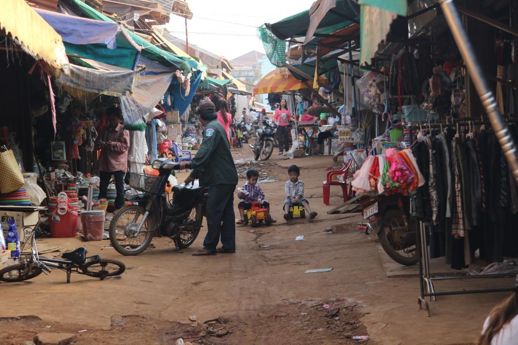 Bobbycar-Rennen auf dem Markt in Sen Monorum