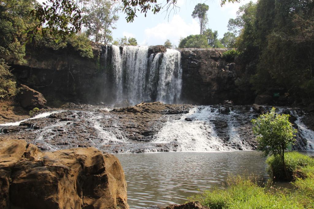 Bou Sra Waterfall - Die Busra-Wasserfälle sind über eine rote, holprige Staubpiste 45 km von Sen Monorom erreichbar.