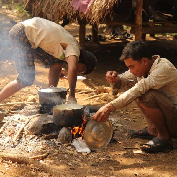Bunong-Dorf - Kochen im Freien