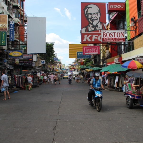 Die Khaosan Road - Absturz-Mekka der Backpacker