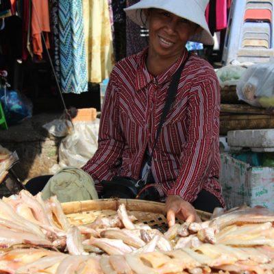 Fischverkäuferin auf dem Phsar Chas