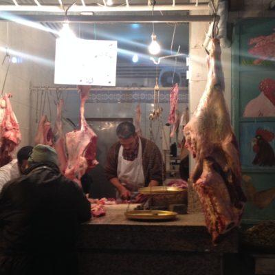 Fleischer in den Gassen von Medina
