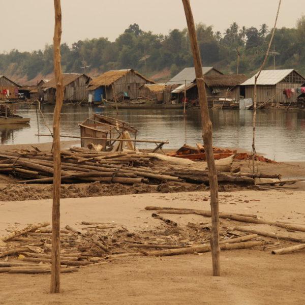 Floating Village - Schwimmendes vietnamesisches Dorf in den Sanddünen des Mekongs