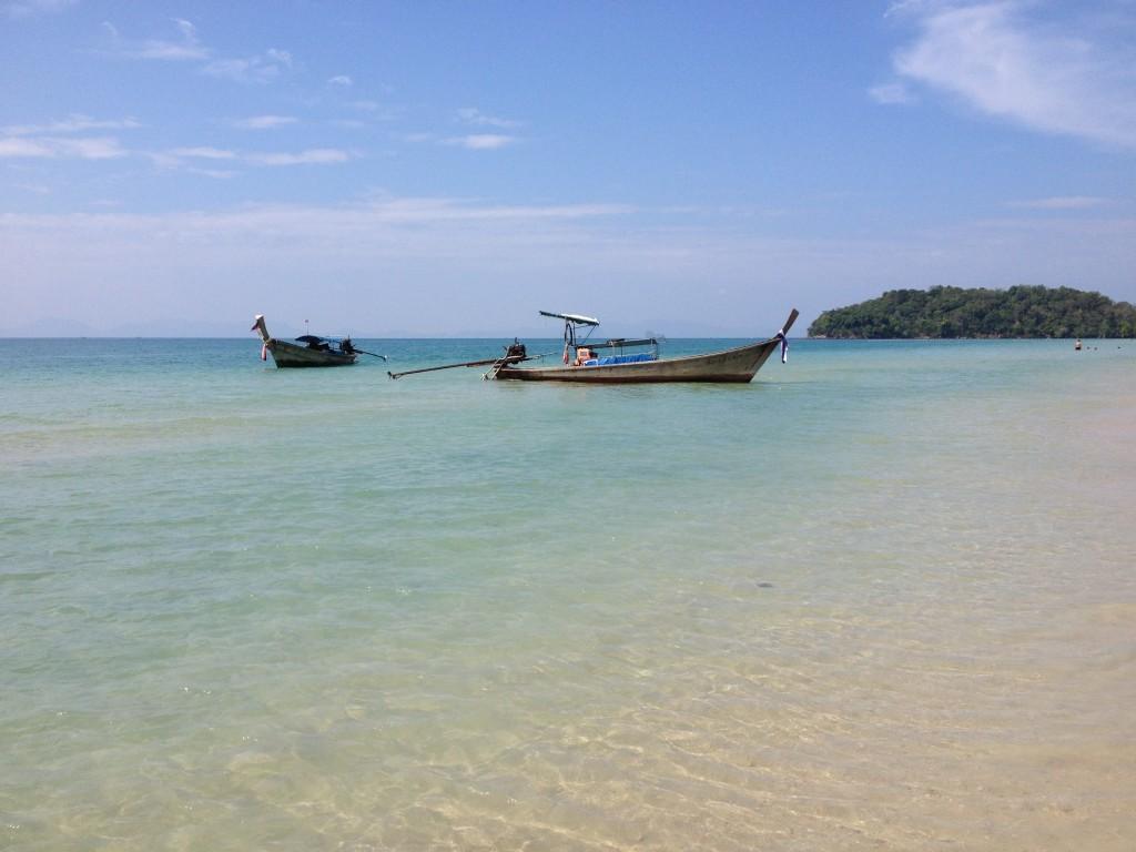 Türkisfarbenes Meer am Klong Muang Beach