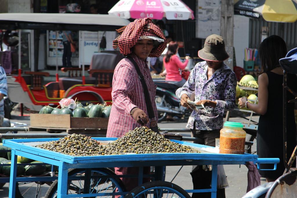 Muschelverkäuferin nahe des Phsar Thmei
