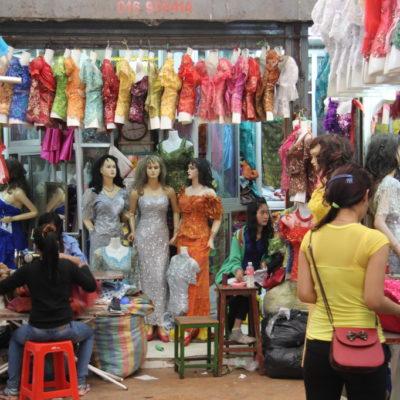 Phsar Nath - Kleider auf dem zentralen Markt von Battambang