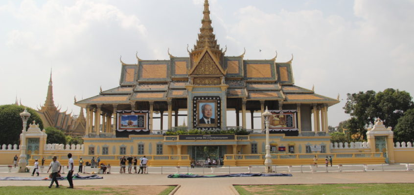 Phnom Penh – Der König ist tot, lang lebe der König!