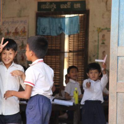 Schulkinder im Wat Svai