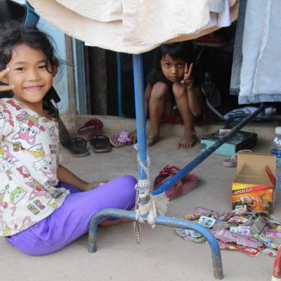 Spielende Mädchen in Siem Reap