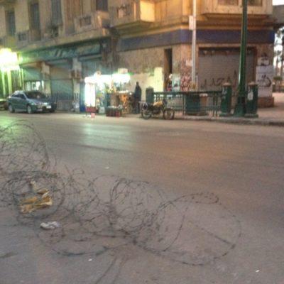 Stacheldraht auf den Straßen von Kairo