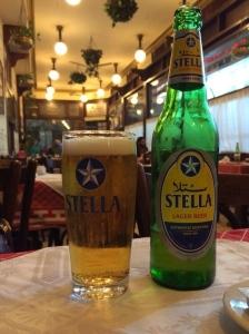 Stella Bier im Café Riche