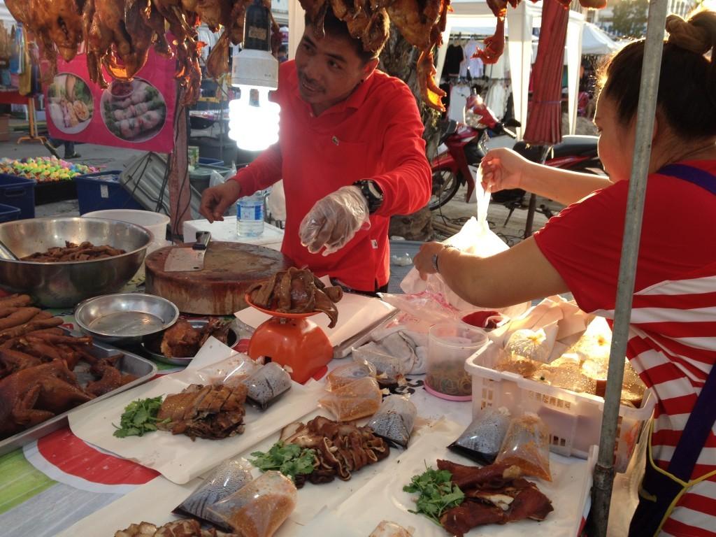 Straßenfest in Krabi - Gebratene Ente To Go