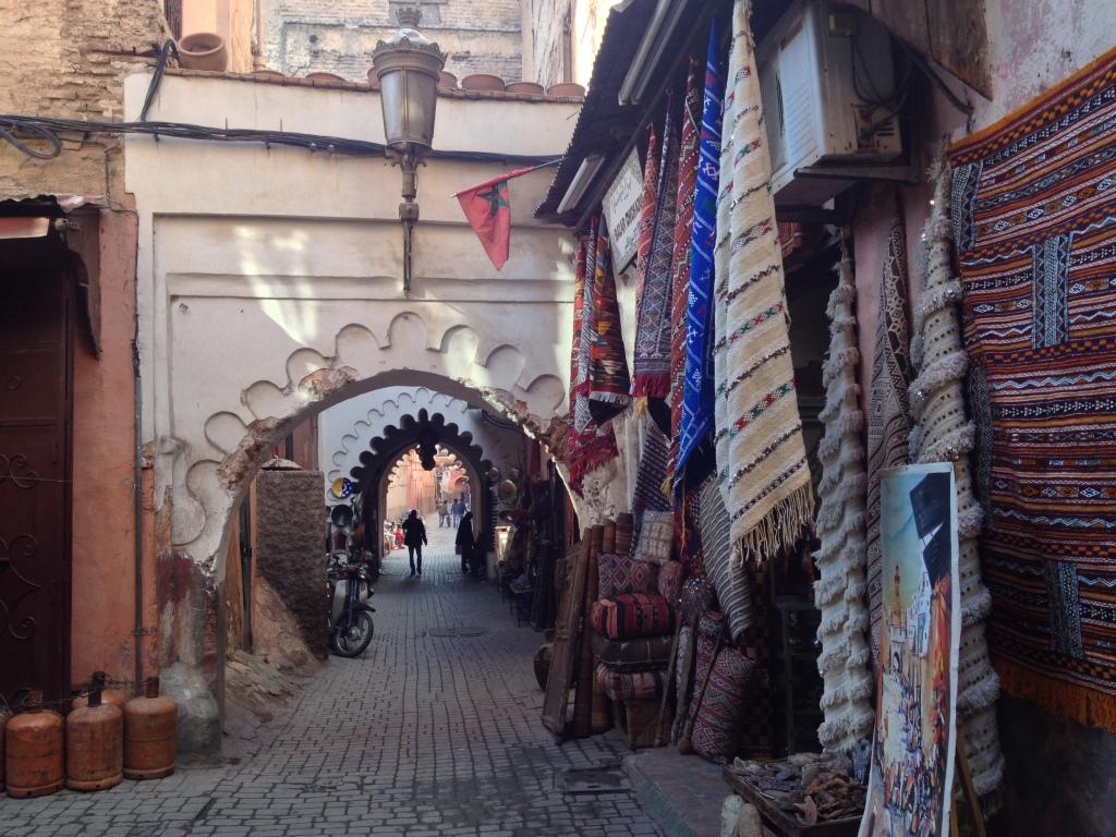 Teppichhändler in den Gassen von Medina