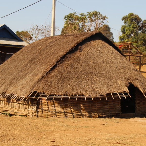 Traditionelles Haus in einem Phnong Dorf