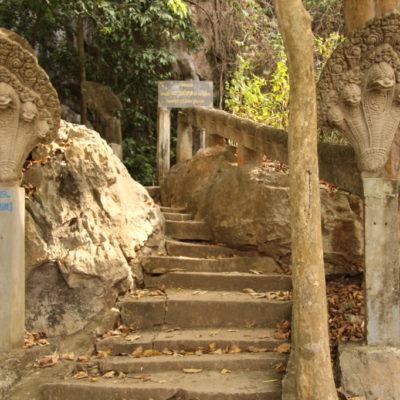 Treppe zu dem Tempel Phnom Chhnork Cave