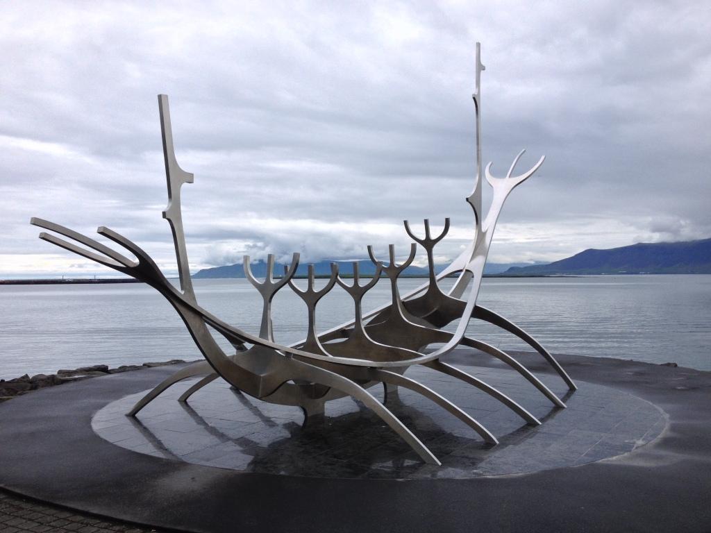 Walskelett im Hafen von Reykjavik