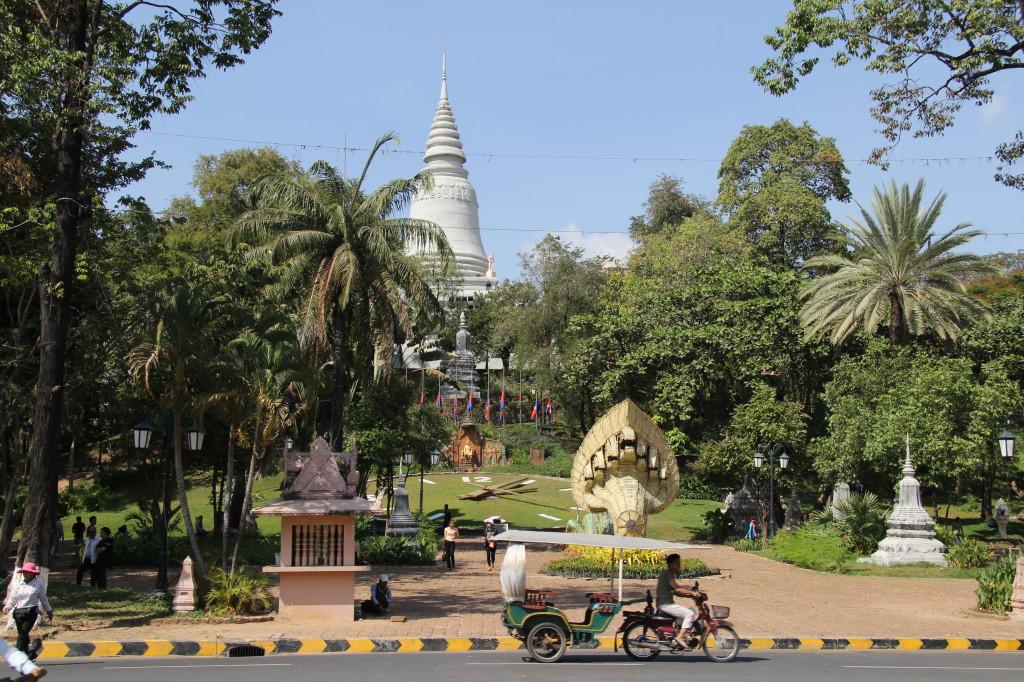 Umgeben von einem Park: Wat Phnom in Phnom Penh