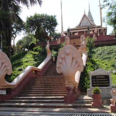 Wat Phnom - Treppe zum Wat