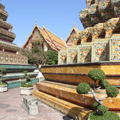 Wat Pho - Blumenmuster aus buntem Porzellan