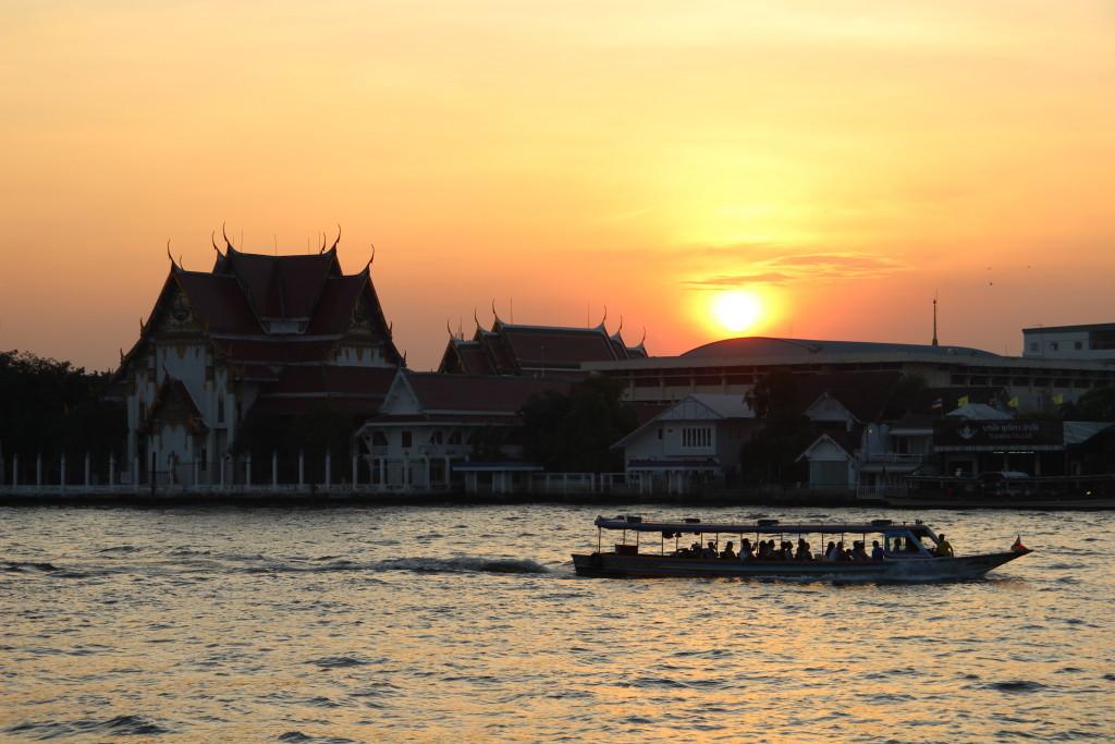 Wat Rakhang - Sonnenuntergang am westlichen Ufer des Mae Nam Chao Phraya / Bangkok