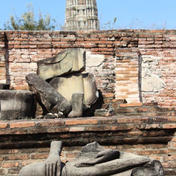 Wat Ratchaburana - Üerreste einer Buddhastatue