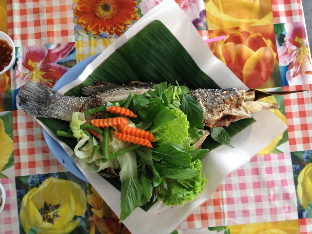 Wat Taling Chan Floating Market / Bangkok: Gerade noch im Wasser schon frisch gegrillt auf dem Teller