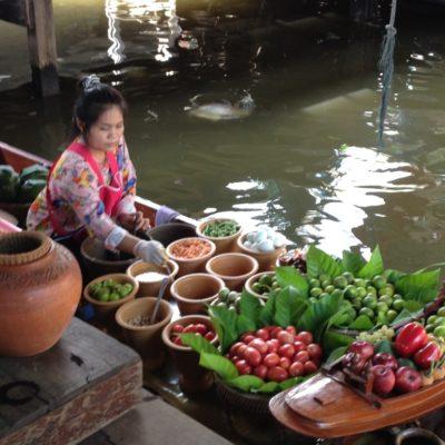 Wat Talingchan Floating Market - Gemüseboot