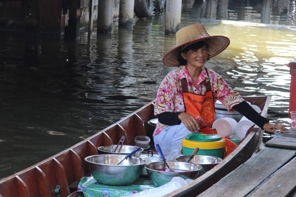 Wat Taling Chan Floating Market - Verkauf aus dem Boot heraus