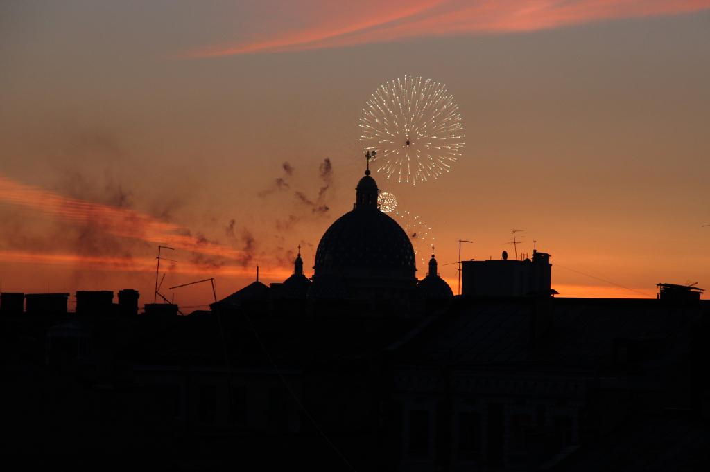 Weiße Nächte in Sankt Petersburg - Feuerwerk zur Feier der Scharlachroten Segel