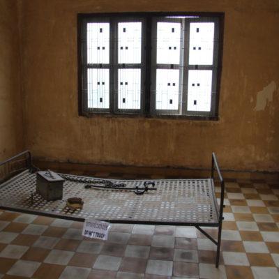 Zelle im Tuol-Sleng-Genozid-Museum