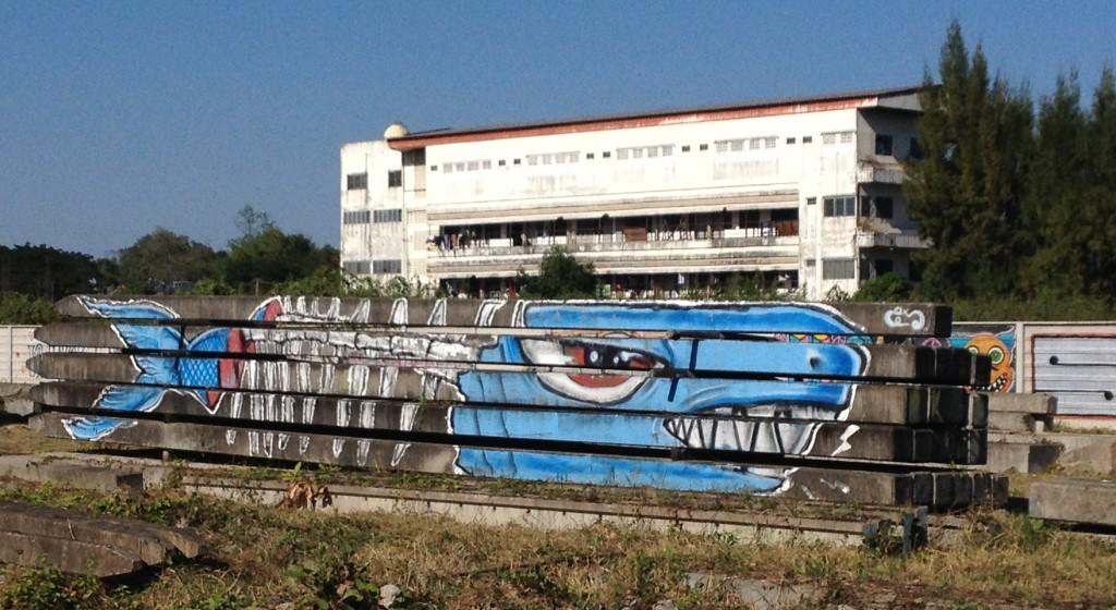 Streetart in der Nähe von Chiang Mai - Piranha-Skelett