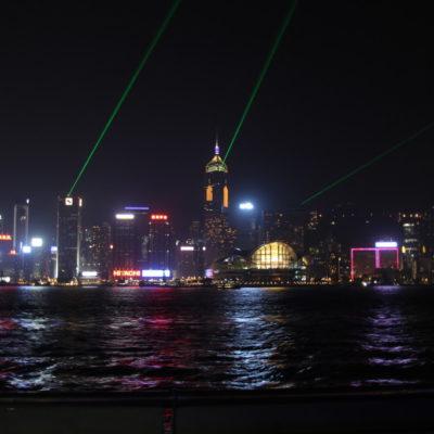"""Allabendlich um 20 Uhr findet am Victoria Harbour die Lasershow """"A Symphony of Lights"""" statt"""