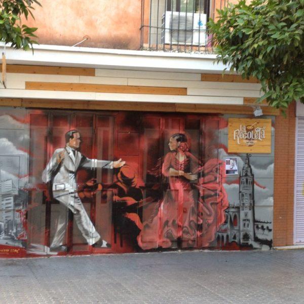 Flamenco-Graffiti an der Fassade vor der Tapas-Bar La Recoleta