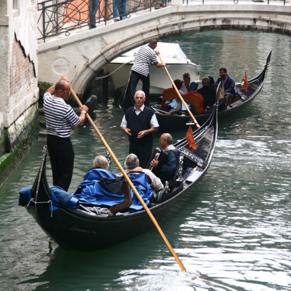 Gondolieri auf dem Canal Grande