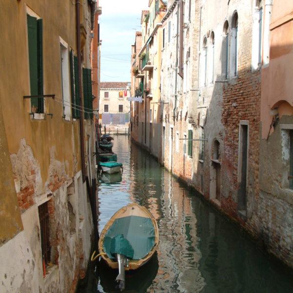 Malerische Seitengasse des Canal Grande