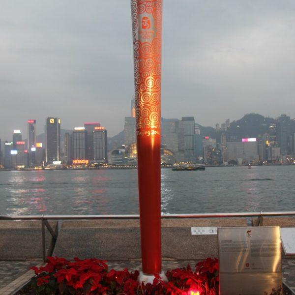 Olympische Fackel am Südufer von Tsim Sha Tsui zur Erinnerung an die Olympischen Spiele 2008