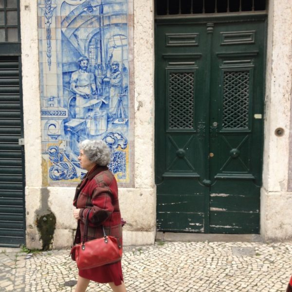 Azulejos, Wandbildern aus blauen Kacheln schmücken den Eingang in der Cruzes da Sé