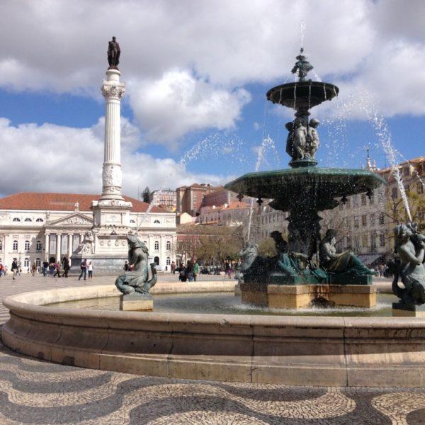 Praça de Don Pedro IV - Der Rossio mit Bronzespringbrunnen und der Statue Pedros IV.