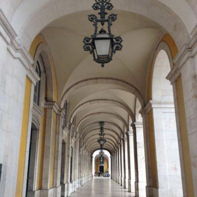 Säulengang um die Praça do Comércio