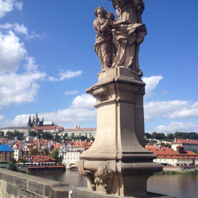 Sousoší Svatá Anna Samatřetí auf der Karlsbrücke (Karlův most)